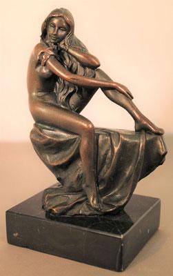 """Bronzen beeld """"Zittend vrouwelijk naakt""""   Van 150,= euro   Nu te koop voor: 125,= euro"""