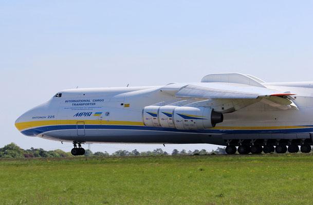 Takeoff der Antonov 225