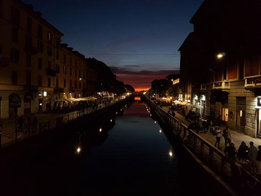 Sonnenuntergang im Mailänder Flussviertel
