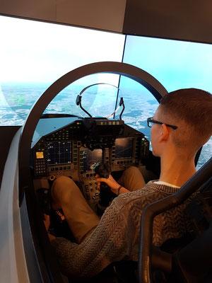 Christoph im Eurofighter Simulator bei Airbus