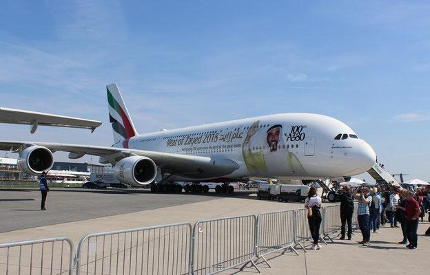 Der einhunderste A380 von Emirates stand zur Besichtigung bereit
