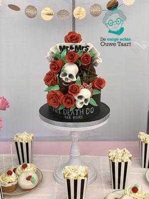 gepersonaliseerde skull bruidstaart #skullweddingcake #skullbruidstaart #bruidstaart #rockandrolltaart