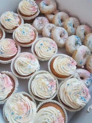 Gender reveal cupcakes en donuts