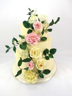 Suikervrije bruidstaart 3 laags met (suikerbloemen die er afgehaald werden)