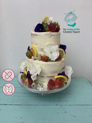 Semi- naked bruidstaart met eetbare bloemen en vers fruit