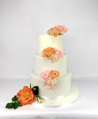 3 laags bruidstaart klassiek met suikerrozen