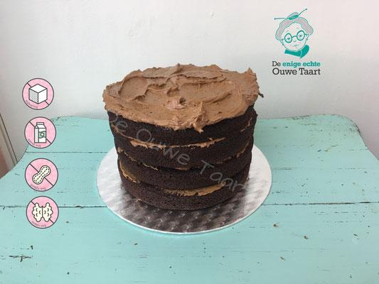 Suikervrije en glutenvrije chocolade taart met chocolade frosting