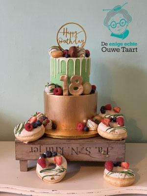 Dripcake sweet 18, met bijpassende donuts