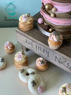 Babyshower taart cupcakes, koekjes, donuts en cakepops