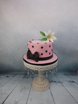 roze taart met lely