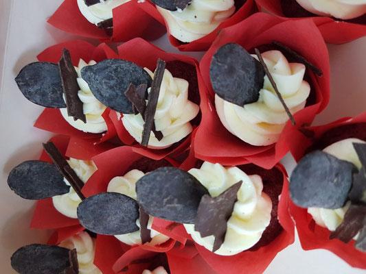 chocolade tulpvorm cupcakes met cream cheese frosting