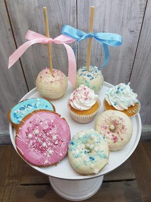 geboorte cupcakes, donuts, roze koek en candy apple