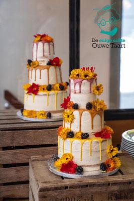 3 laags semi naked cake bruidstaart met vers fruit en eetbare bloemen