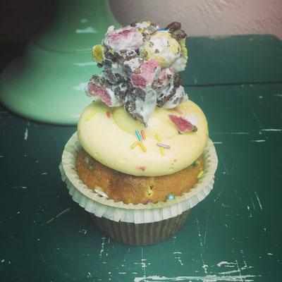 Unicorn over de top cupcake