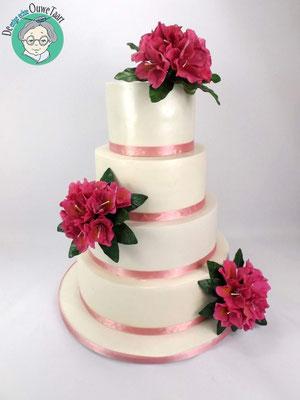 Klassieke strakke 4 laags bruidstaart met rododendron suikerbloemen