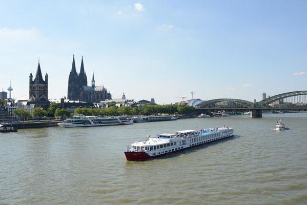 Flusskreuzfahrt auf dem Rhein, Rheinkreuzfahrt in Deiner Reiserei, Reisebüro in Berlin Brandenburg