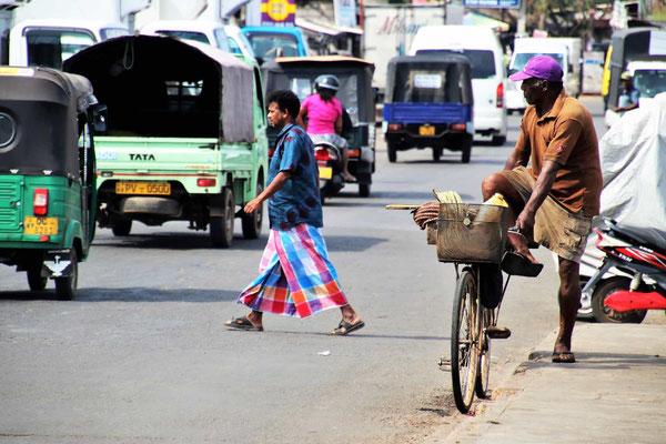 Typischer Straßenverkehr in Sri Lanka