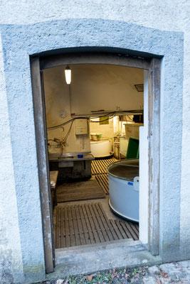 """Eingang zur """"Forellenaufzuchtstation"""" - einer ehemaligen Mosterei in Rekingen.  (Foto CC)"""