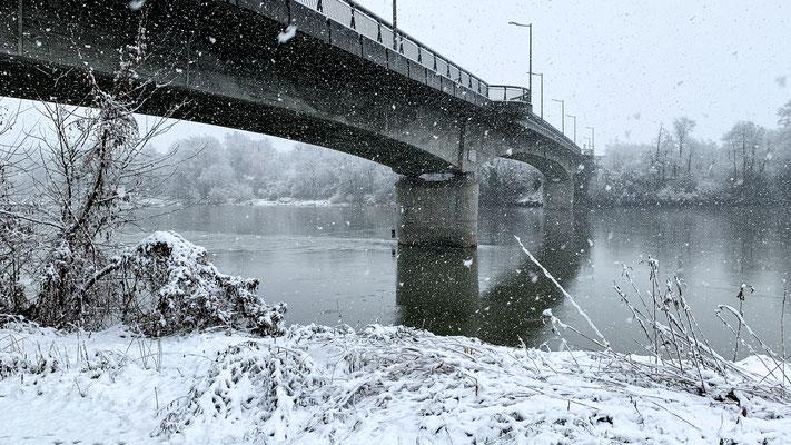 Hochrheinbrücke zwischen Laufenburg und Rheinsulz.  14.01.2021. (Foto PC)