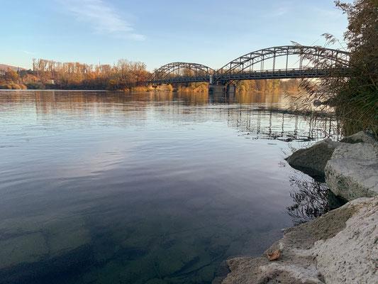 Aaremündung mit Brücke bei Felsenau. Hier endet Revier 7. (Foto PC)