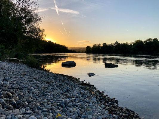 Abendstimmung am Rhein bei Rheinsulz. (Foto PC)