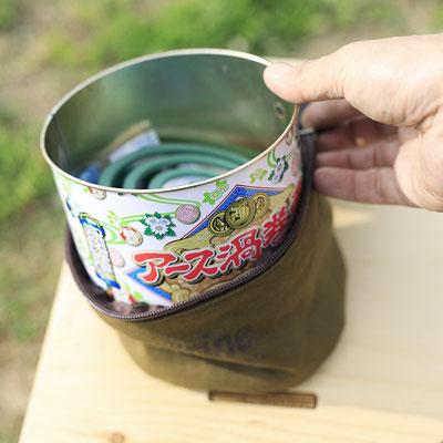 蚊取り線香30巻缶がすっぽり入るケースは別売りになります。