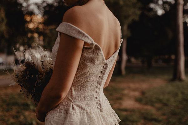 robe de mariée vintage soie et dentelle, boutonnée dans le dos