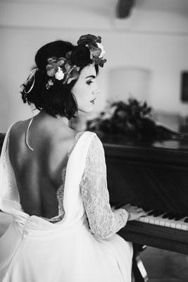 robe de mariée romantique dos nue, dentelle et drapé