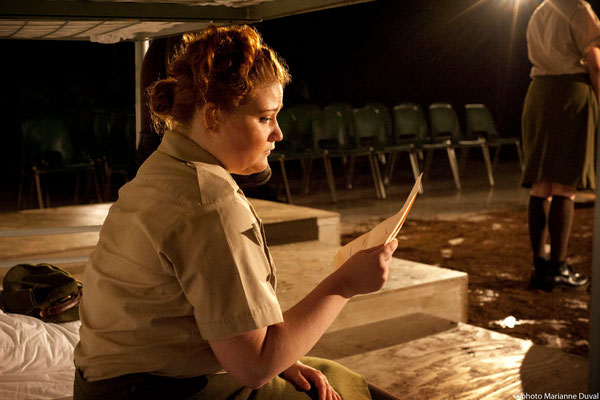 Lissa Léger - DU POIL AUX PATTES COMME LES CWAC`S - Théâtre La Barouette - 2014 - photo: Marianne Duval