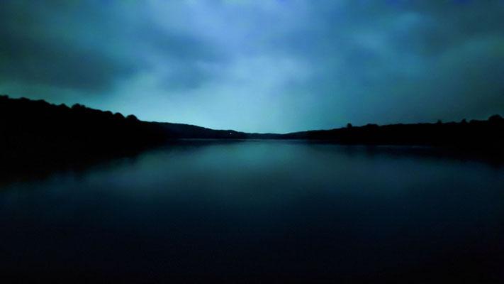 Photo de paysage de nuit; rivière Gatineau, Chelsea, Québec; 2018; photo personnel; rôle: photographie, travail postproduction.