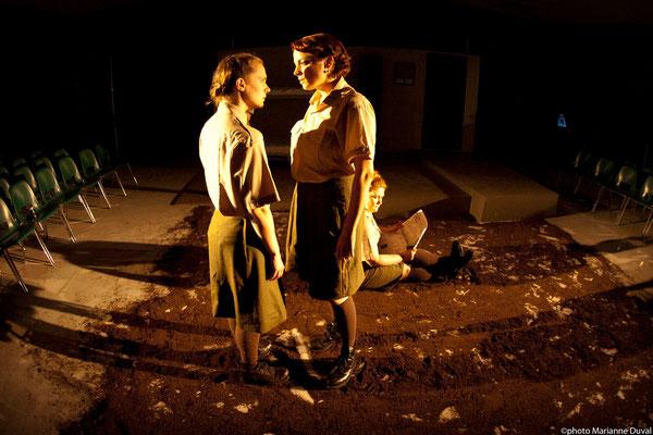Frédérique Thérien et Josianne Lavoie et Lissa Léger - DU POIL AUX PATTES COMME LES CWAC`S - Théâtre La Barouette - 2014 - photo: Marianne Duval