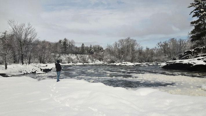 Photo de paysage avec interaction humaine; Hog's Back Falls, Ottawa; 2017; photo personnelle; rôle: photographie, travail postproduction.