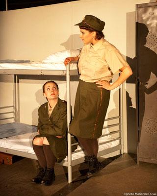 Frédérique Thérien et Josianne Lavoie - DU POIL AUX PATTES COMME LES CWAC`S - Théâtre La Barouette - 2014 - photo: Marianne Duval