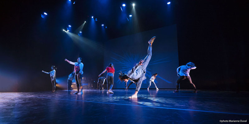 Photo de scène; spectacle de danse; École secondaire publique De La Salle, Ottawa; Festival de danse francophone en milieu scolaire; 2018; client: MASC; photo prise sur le vif, éclairage de scène; rôle: photographe du festival et travail postproduction.
