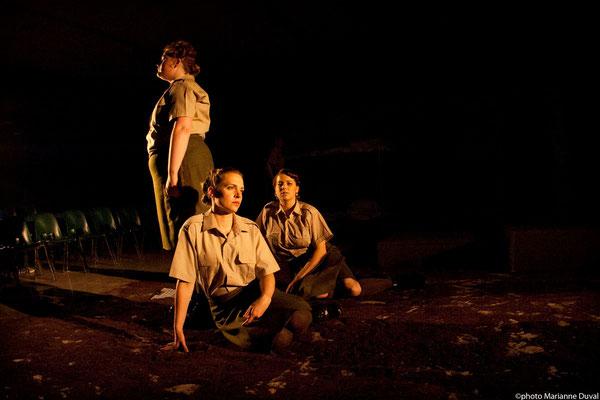 Lissa Léger, Frédérique Thérien et Josianne Lavoie - DU POIL AUX PATTES COMME LES CWAC`S - Théâtre La Barouette - 2014 - photo: Marianne Duval