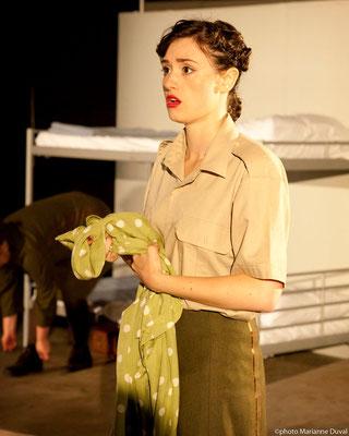 Laurence Latreille - DU POIL AUX PATTES COMME LES CWAC`S - Théâtre La Barouette - 2014 - photo: Marianne Duval