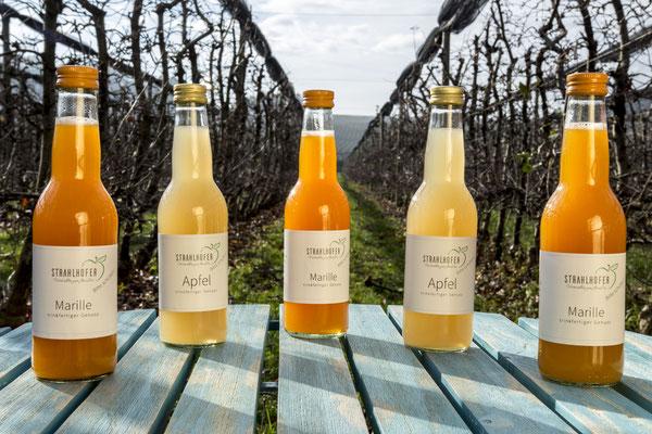 Apfel und Marille gibt's auch zum Mitnehmen in der praktischen 0,33l Flasche.