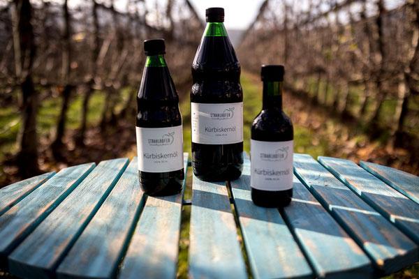 Unser Kürbiskernöl passt hervorragend zu unserem Apfelessig.