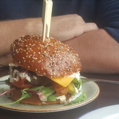 Burger mit unserem Charolais Rindfleisch-Pattie