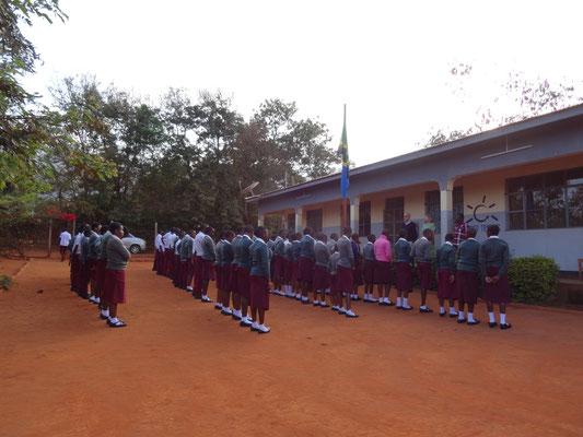 Der traditionell tansanische Morgen-Appell