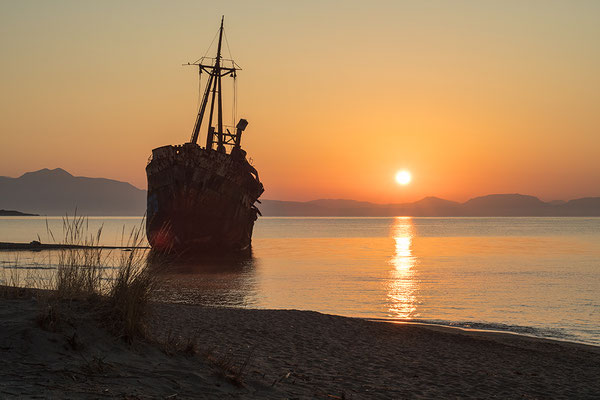 """Scheepswrak """"Dimitrios"""", aan de kust van Gythio, Peloponnesos, Griekenland"""