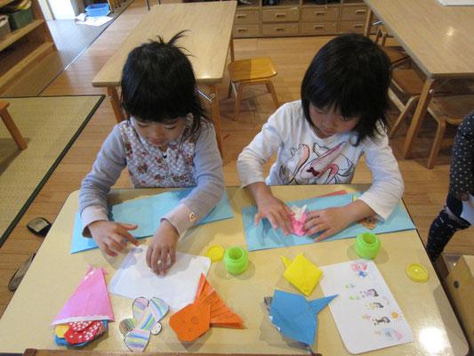 誕生日が近づくと、自分の誕生日カードを作成していきます。折り紙、お絵かき等楽しんで準備します