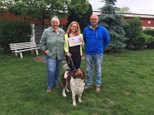 """Erfolgreich bestandene Prüfung """"Hundetrainer mit Schwerpunkt arbeiten mit aggressiven Tierheimhunden"""""""