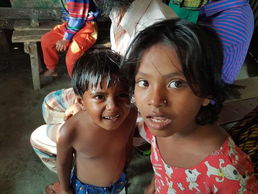 Adorable. Leur sourire fait oublier la pauvreté