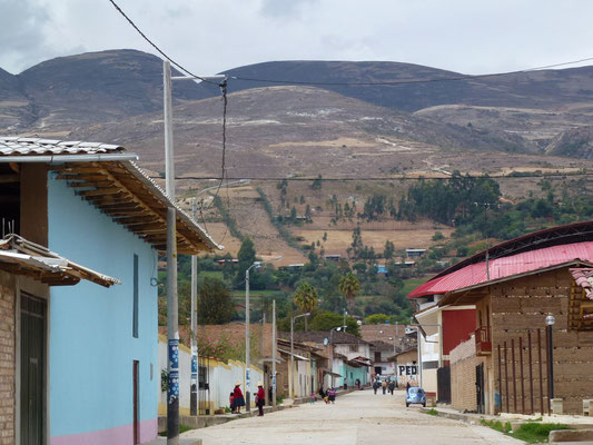 Petit village dans une vallée