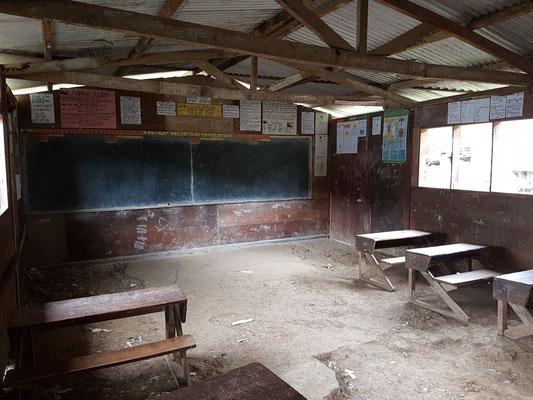Classe d'école. Les enseignants font avec ce qu'ils peuvent