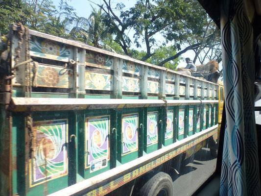 Les véhicules sont souvent très colorés, à l'image de ce camion