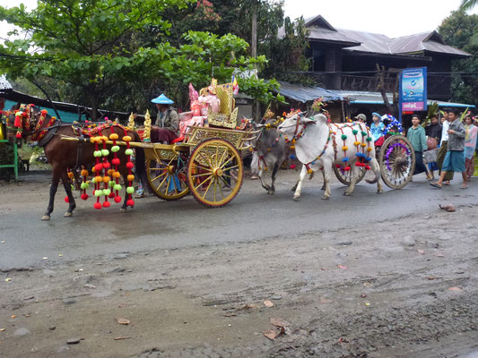 Procession bouddhiste