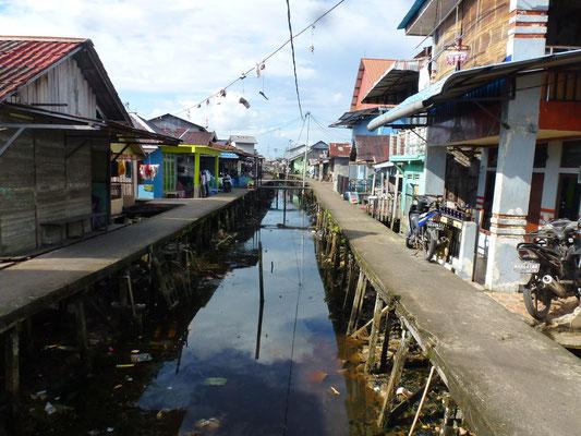 Partie d'une ville sur l'eau