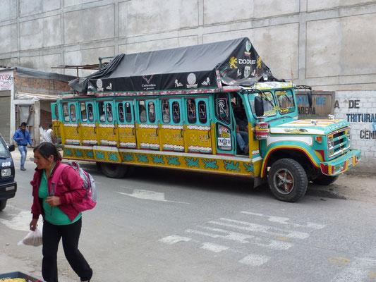 Vieux bus en bois encore en service